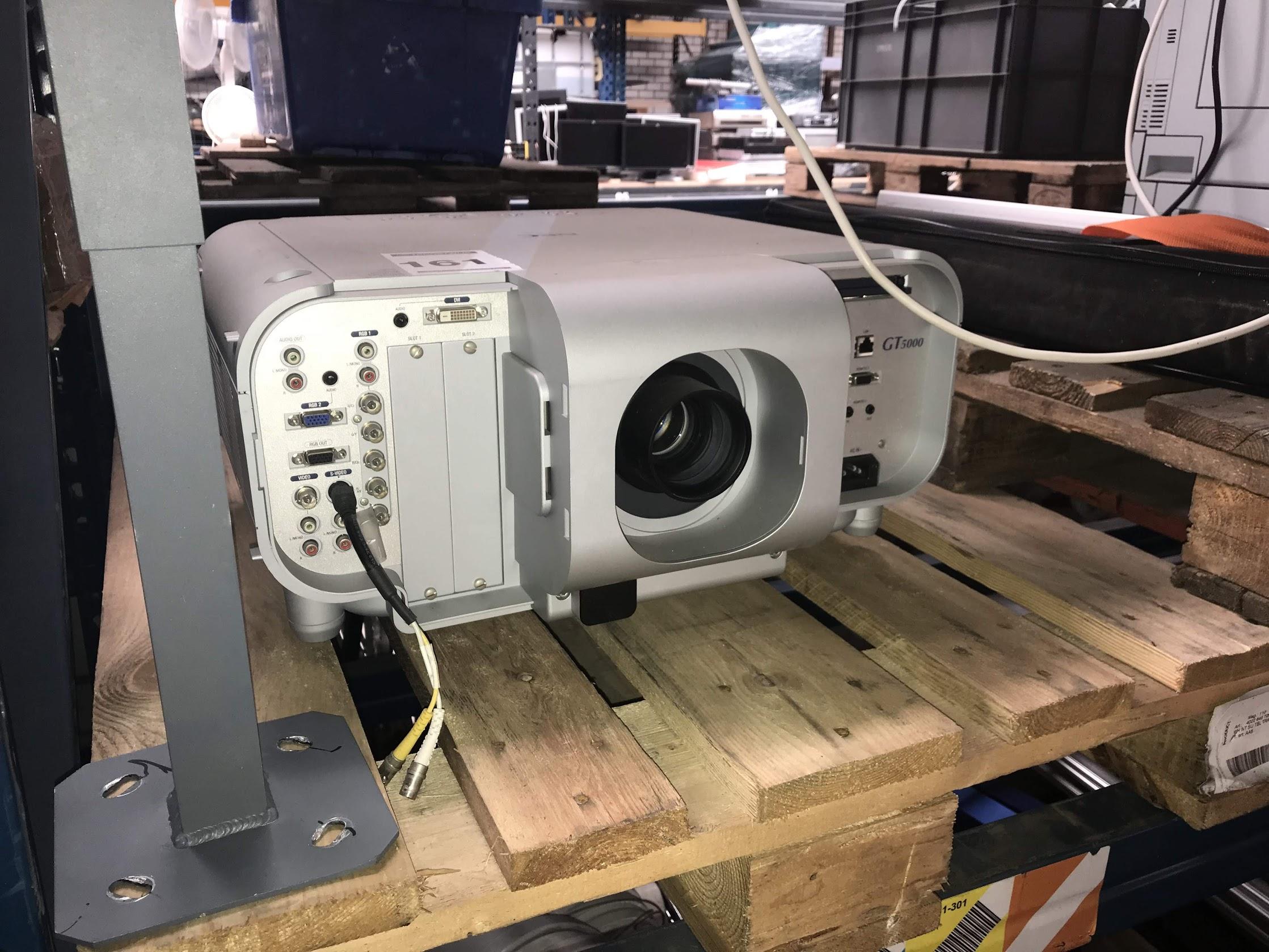 NEC GT5000 beamer